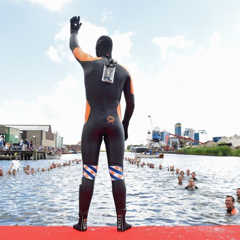 Maarten van der weijden tijdens elfstedenzwemtocht