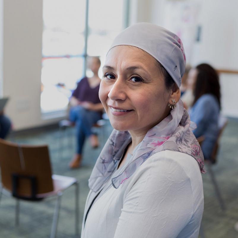 vrouw hoofddoek groepsgesprek