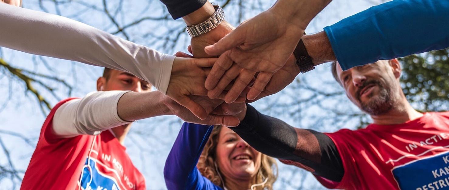 Acties-handen op elkaar